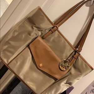 Like new MK TOTE TAN GOLD BROWN